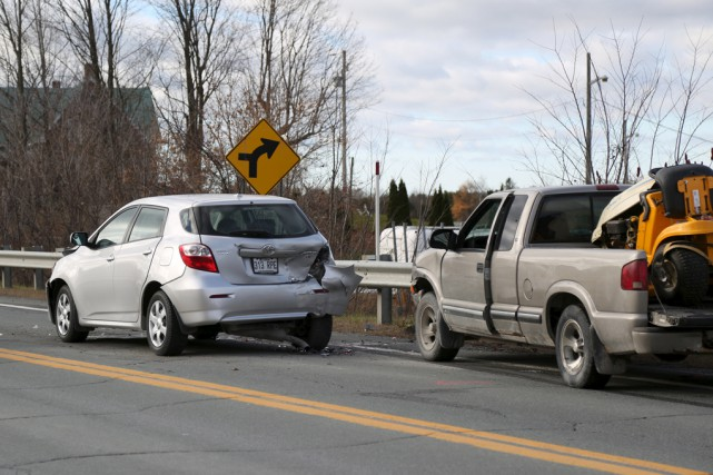 Un accident survenu samedi vers 9h30, impliquant trois... (Julie Catudal)