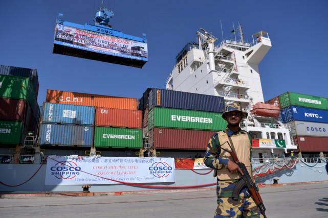 Un navire, le Cosco Wellington, amarré dans le... (Agence France-Presse)