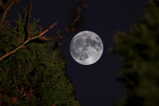 Lundi, la Lune se situera à seulement 356... (www.philippemoussette.com)