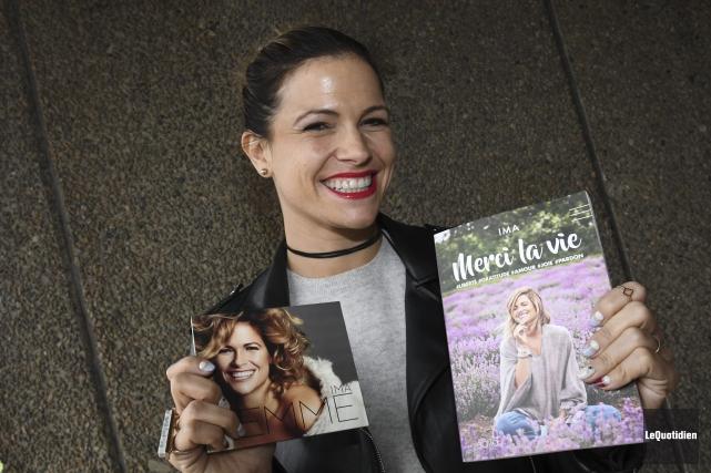 Un disque et un livre: voici ce que... (Photo Le Quotidien, Michel Tremblay)