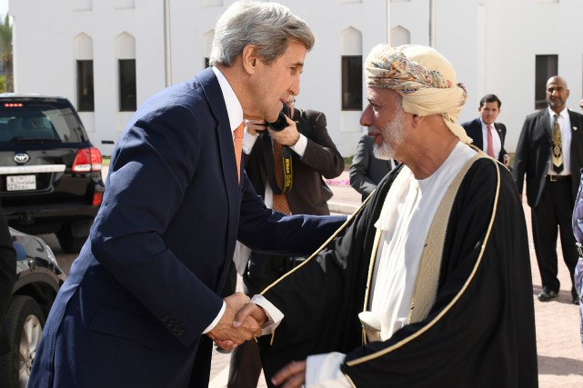 John Kerry et le ministre omanais des Affaires... (Photo Mark Ralston, Reuters)