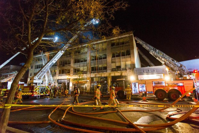 Hier soir, un incendie a ravagé l'édifice de... (Photo Olivier Jean, La Presse)