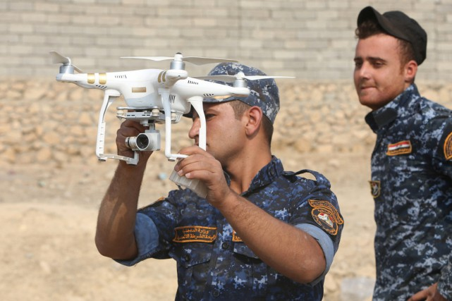 Si les forces irakiennes disposent de drones pour... (photo Alaa Al-Marjani, archives REUTERS)