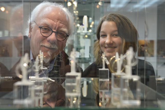 Le propriétaire Rénald Desrochers et sa fille Laurence,... (Le Soleil, Yan Doublet)