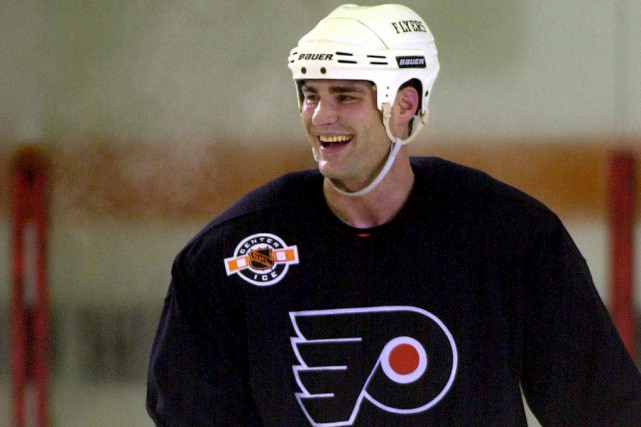 Eric Lindros dans l'uniforme des Flyers.... (Archives, Associated Press)