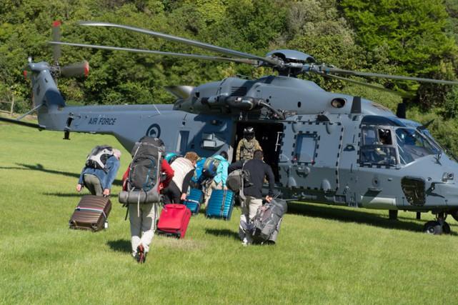 Des hélicoptères de l'armée ont commencé mardi à évacuer plus d'un millier de... (PHOTO REUTERS)