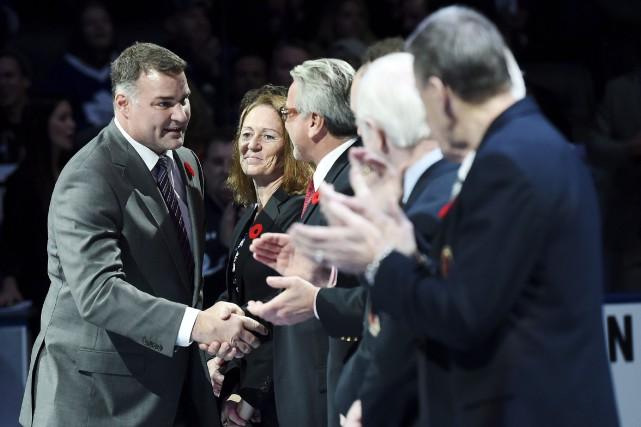 Eric Lindros, à gauche, a été chaleureusement accueilli... (La Presse canadienne, Nathan Denette)
