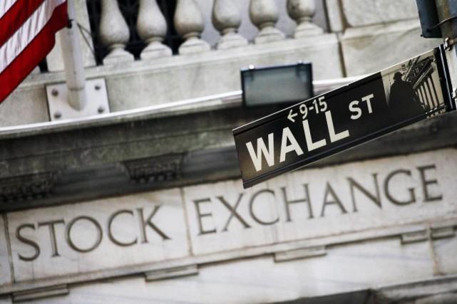 Wall Street a monté lundi, profitant de la résistance de ses homologues... (PhotoMark Lennihan, Archives Associated Press)
