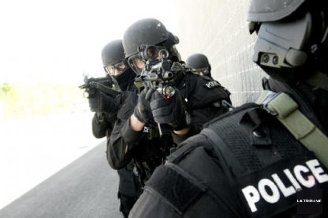 Le Groupe d'intervention du Service de police de Sherbrooke a dû être appelé en... (Archives La Tribune)