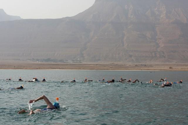 Venant du monde entier, les nageurs ont parcouru... (PHOTO NIR ELIAS, REUTERS)
