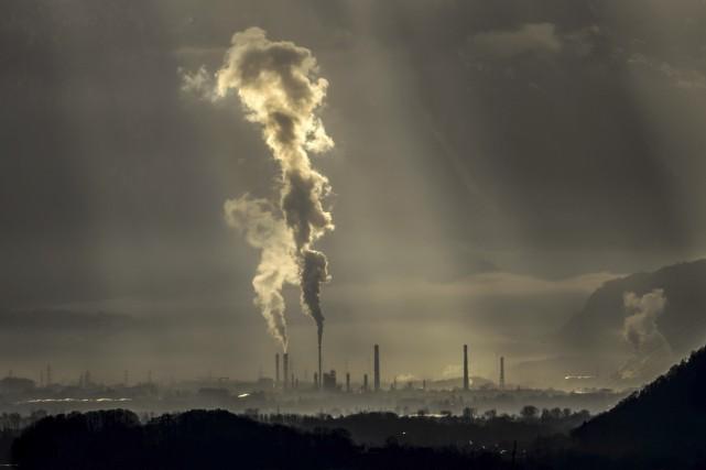 Selon les écologistes, subventionner les pétrolières tout en... (Archives, Agence France-Presse)