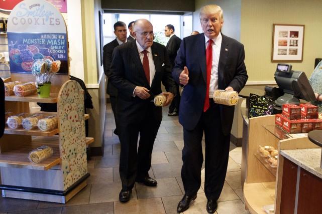 L'ancien maire de New York Rudy Giuliani (à... (AP, Evan Vucci)