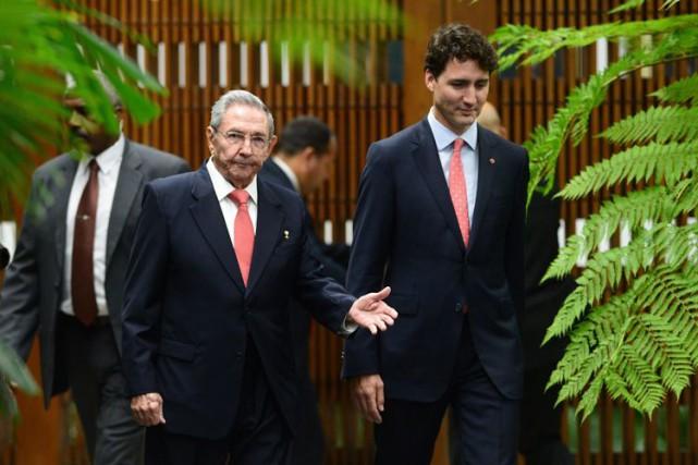 La visite de Justin Trudeau (qu'on voit à... (La Presse canadienne)