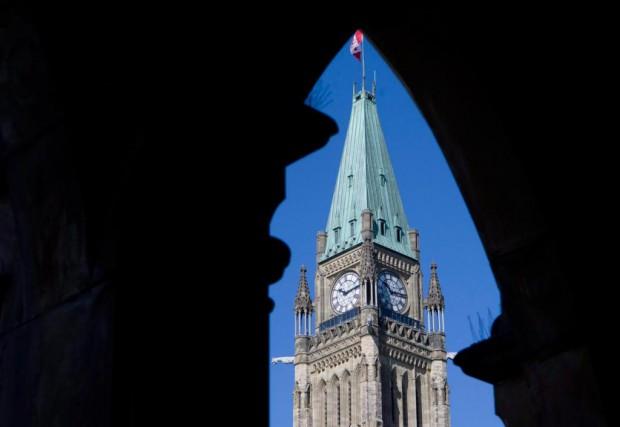 Des milliers de fonctionnaires pourraient avoir de la... (Archives La Presse canadienne, Adrian Wyld)