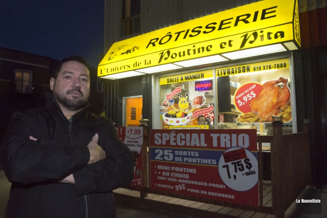 Le propriétaire du restaurant Rôtisserie l'Univers de la... (Stéphane Lessard, Le Nouvelliste)