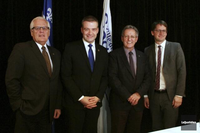 Le député de Dubuc, Serge Simard, le ministre... (Photo Le Quotidien, Yohann Gasse)