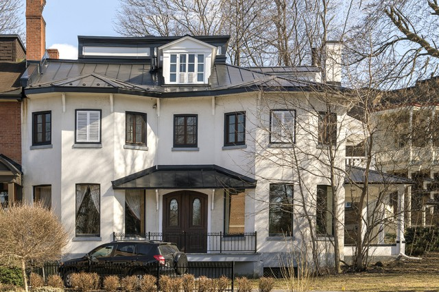 La villa Outre-Monta été érigée de 1836 à... (Photo fournie par Les Éditions de l'Homme)