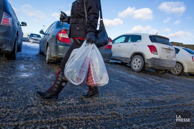 Malgré les nombreuses campagnes visant à en réduire l'utilisation, les sacs de... (Archives La Presse)