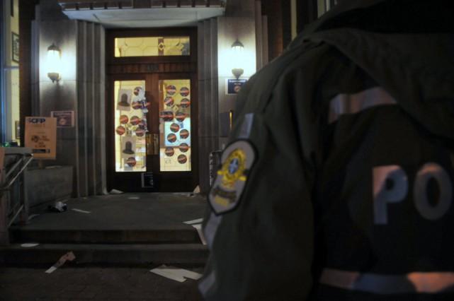 Des syndiqués ont vandalisé l'Hôtel de ville de... (Photo collaboration spéciale Éric Beaupré)