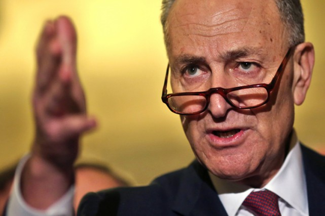 Chuck Schumer... (PHOTO REUTERS)