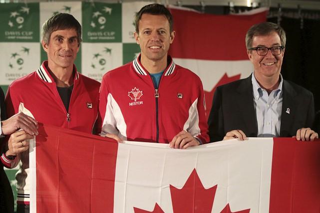 Le maire d'Ottawa, Jim Watson (à droite), se... (Etienne Ranger, LeDroit)