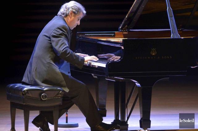 Le pianiste AlainLefèvre attaque chaque pièce comme s'il... (Le Soleil, Yan Doublet)