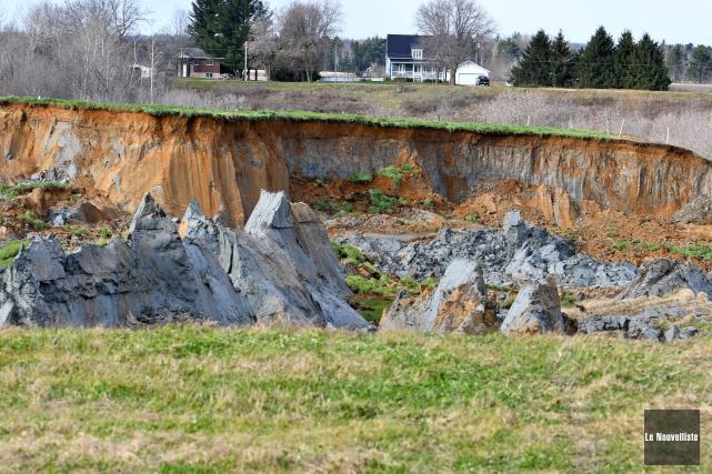 L'impressionnant glissement de terrain avait emporté une partie... (Stéphane Lessard, Le Nouvelliste)