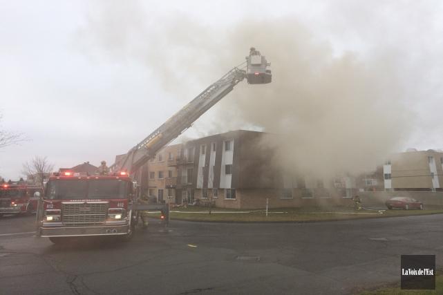 Un immeuble à logements de la rue Bouchard à Granby a été lourdement endommagé... (Photo Alain Dion, La Voix de l'Est)