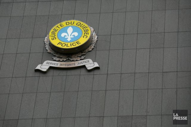 Le policier a été suspendu avec solde conformément... (La Presse)