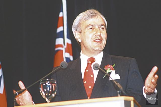 L'ancien premier ministre de l'Ontario, David Peterson, se... (Archives, Le Droit)
