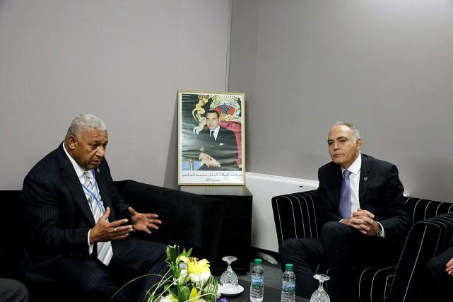 Le premier ministre fidjien, Frank Bainimarama (à gauche),... (PHOTO REUTERS)
