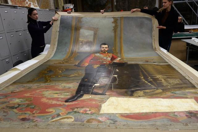Un portrait du dernier tsar de Russie, Nicolas II, resté caché pendant près... (PHOTO AFP)