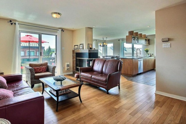 transactions r centes petite bourgogne montr al. Black Bedroom Furniture Sets. Home Design Ideas