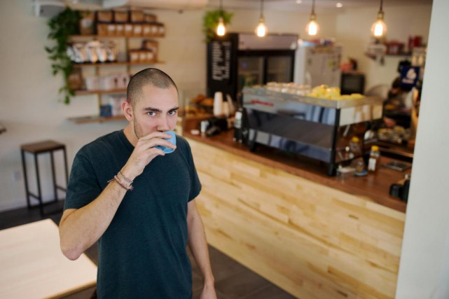 Francois Letendre-Joachim, propriétaire du nouveau Shaughnessy Café, tout... (PHOTO Martin Chamberland, LA PRESSE)