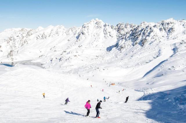 Plusieurs stations de ski suisses ont annoncé la... (PhotoLeo Duperrex, Associated Press)