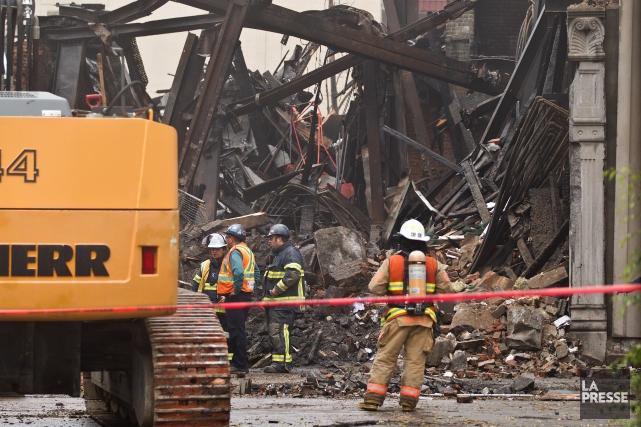Le violent incendie a ravagé l'édifice Robillard, premier... (Photo Martin Chamberland, La Presse)