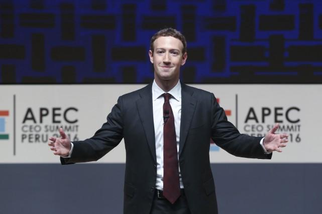 Mark Zuckerberg assure pouvoir parler à «Jarvis» grâce... (AP, Esteban Felix)