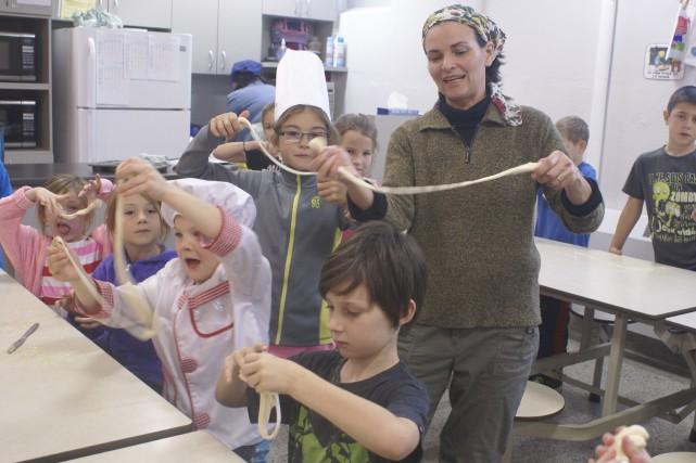 Des enfants de l'école Saint-David de Falardeau ont... (Le Progrès-Dimanche, Mélissa Viau)