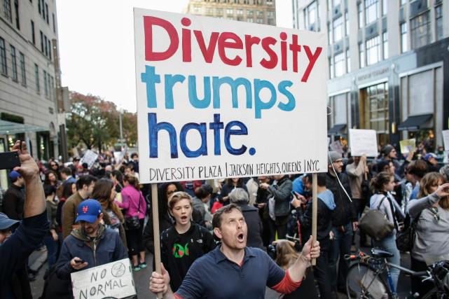 Plus d'un millier de manifestants ont marché samedi à New York, depuis le... (Photo AFP)