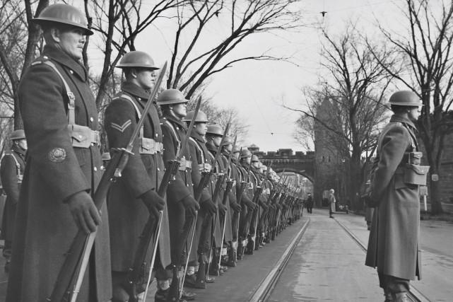 Le jour du Souvenir en 1940... (Photo BAnQ, P600 S6 D1 P51 WB Edwards)