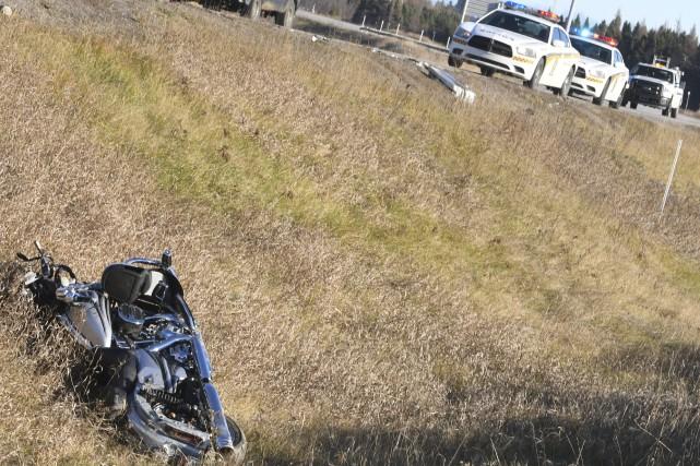 Un motocycliste est dans un état grave suite... (Le Progrès-Dimanche, Michel Tremblay)