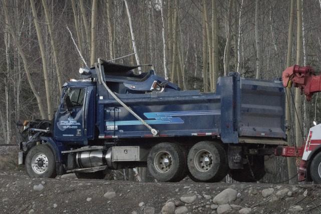 Un camion lourd a fait une chute de... (Le Progrès-Dimanche, Michel Tremblay)