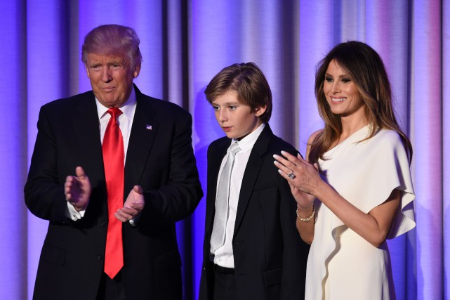 Donald et Melania Trump avec leur fils Barron,... (Photo Saul Loeb, archives Agence France-Presse)