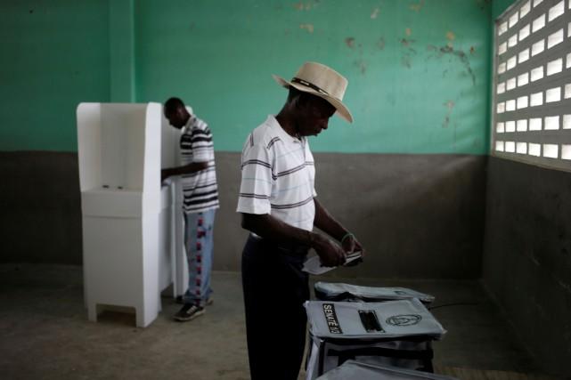 Quelque 6,2millions d'Haïtiens ont été appelés aux urnes... (Photo Andres Martinez Casares, REUTERS)