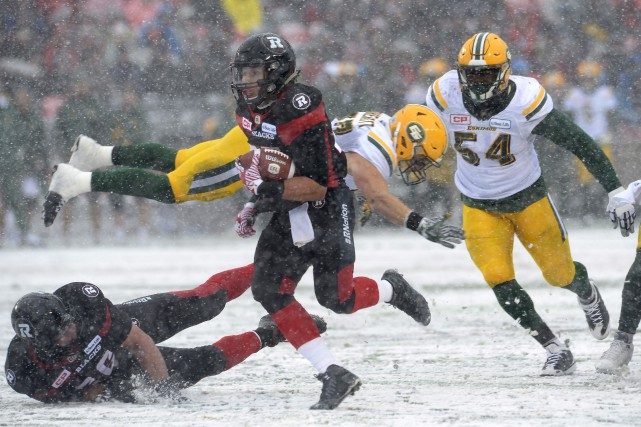 Le Rouge et Noir et les Stampeders s'affronteront en finale de la Coupe Grey. (Photo La Presse Canadienne)