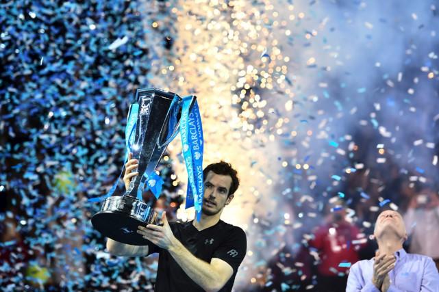 Andy Murray célèbre après avoir remporté le match... (Agence France-Presse)