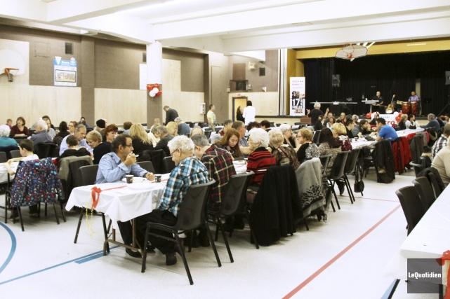 Un dîner-bénéfice a été organisé, dimanche en matinée, au Patro de Jonquière,... (Photo Le Quotidien, Yohann Gasse)