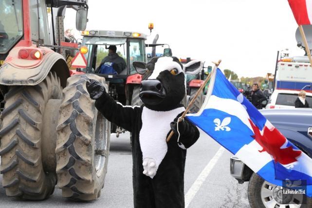 Les producteurs laitiers du Québec ont manifesté plusieurs... (archives La Voix de l'Est)
