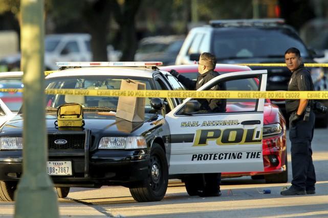 Un détective de San Antonio qui écrivait une... (PHOTO AP)