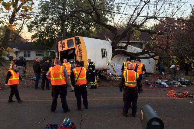 L'autobus transportait des élèves de la maternelle à... (PHOTO REUTERS)